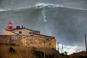 Garret-McNamara-100-Foot-Wave